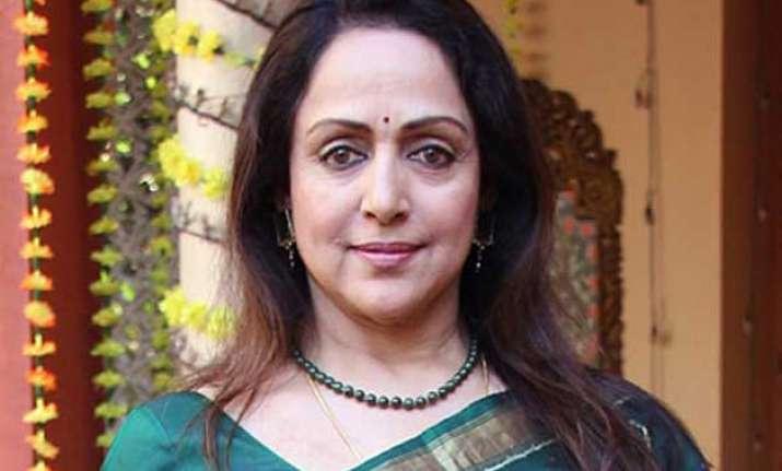 hema malini honoured with lifetime achievement award for