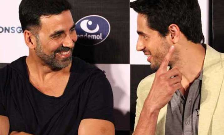 akshay kumar advises sidharth malhotra to buy a bigger house