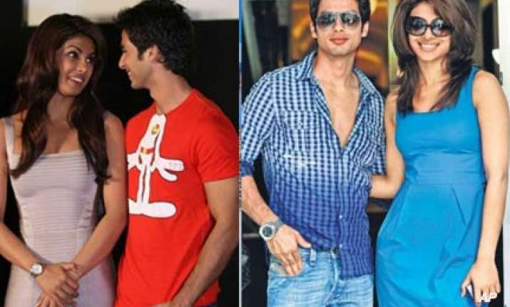 shahid unwilling to come with priyanka in karan s show