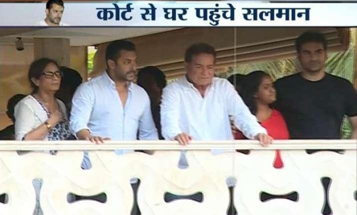 salman khan returns home after furnishing bail bond