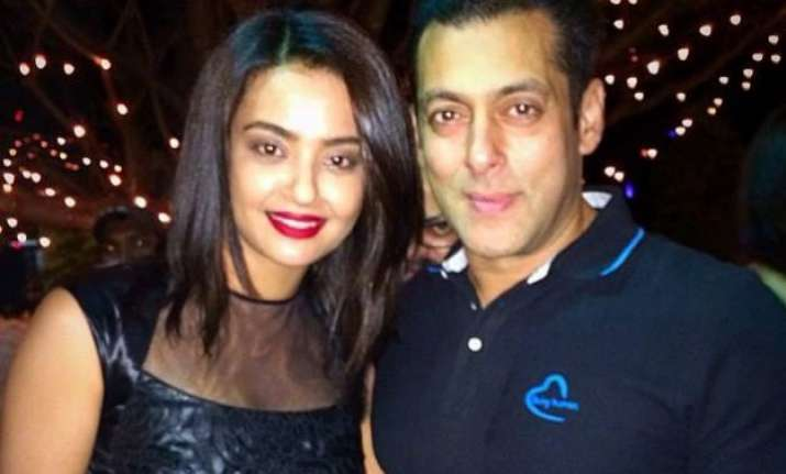 bigg boss 9 surveen chawla not to be part of salman s show