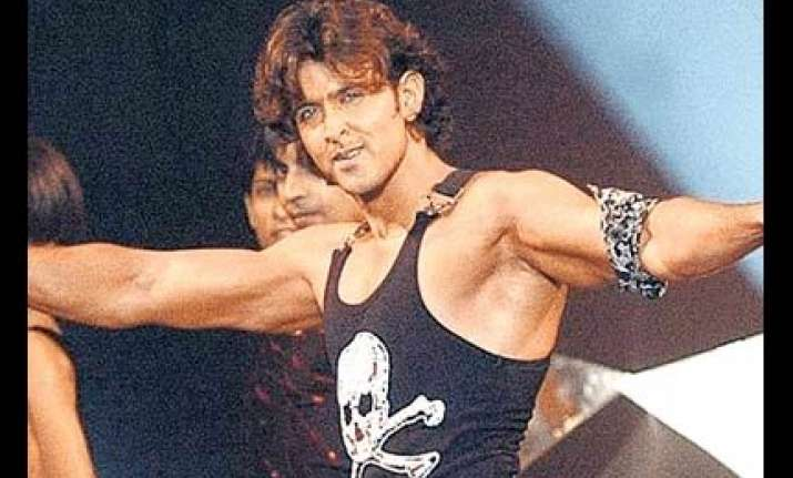 hrithik roshan does dance workout for vishal s film