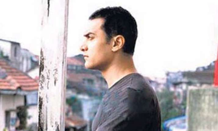 aamir khan plays a painter in dhobi ghaat