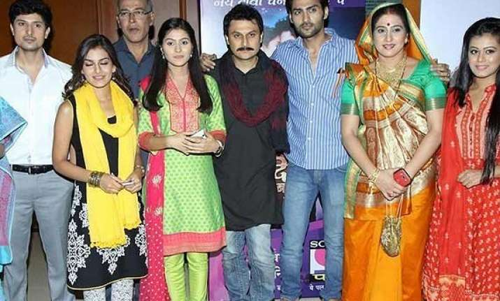 yeh dil sun raha hai the cast uses own costumes