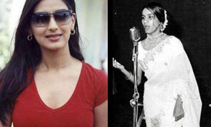 singer hemlata lodges fir against sonali bendre s mother in
