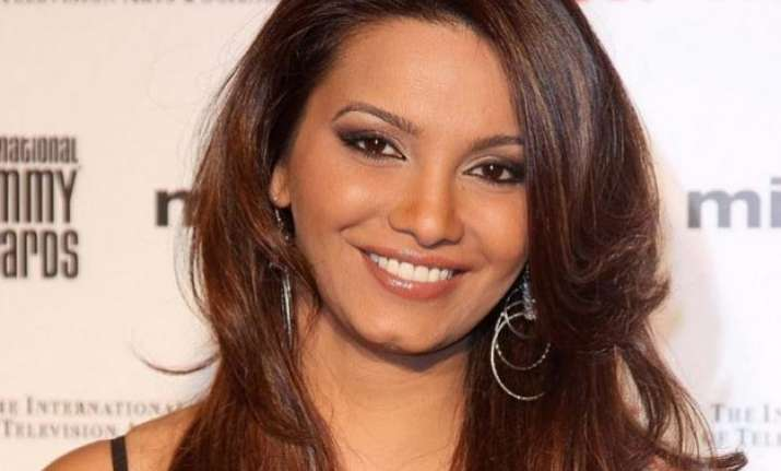 diana hayden gives birth to daughter using 8 year old
