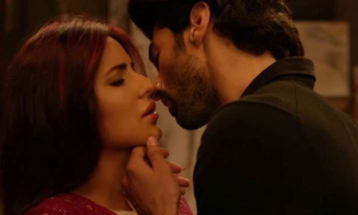 watch video katrina and aditya roy s intimate scenes from