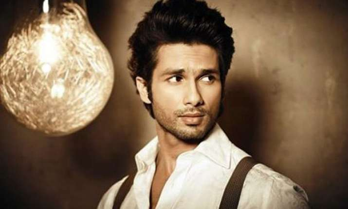 shahid kapoor makes his dubsmash debut with gourav gera