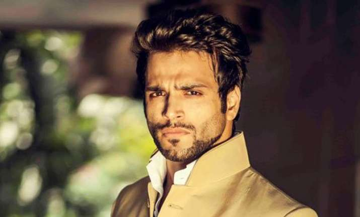 rithvik dhanjani shoots action sequence despite serious