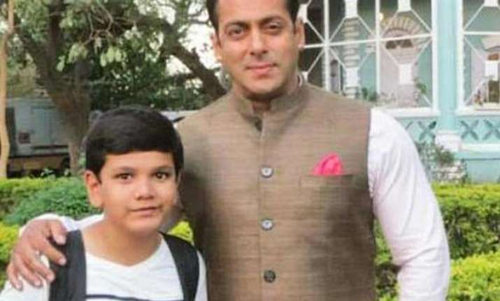 salman khan gets clicked with kids on prem ratan dhan payo