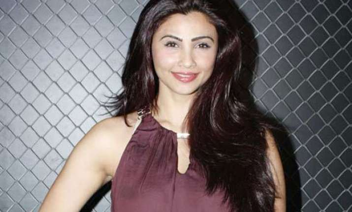 daisy shah has no apprehensions on turning sensuous and