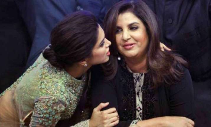 farah deepika get emotional at the end of happy new year