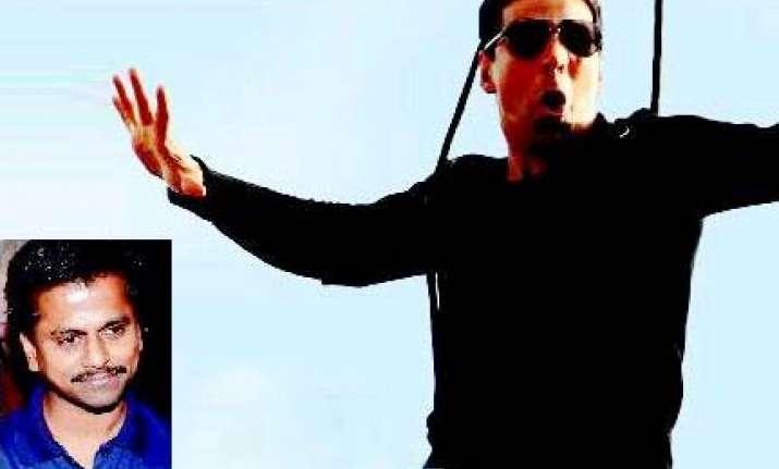ghajini director picks up akshay for action film