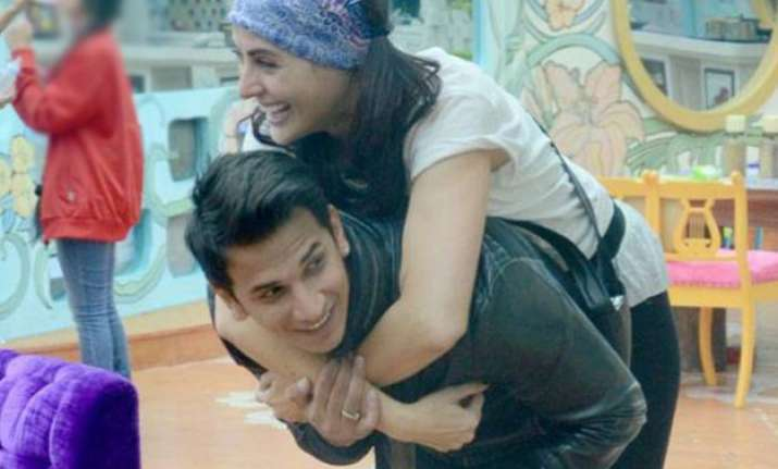 bigg boss 9 omg prince and mandana share an intimate moment