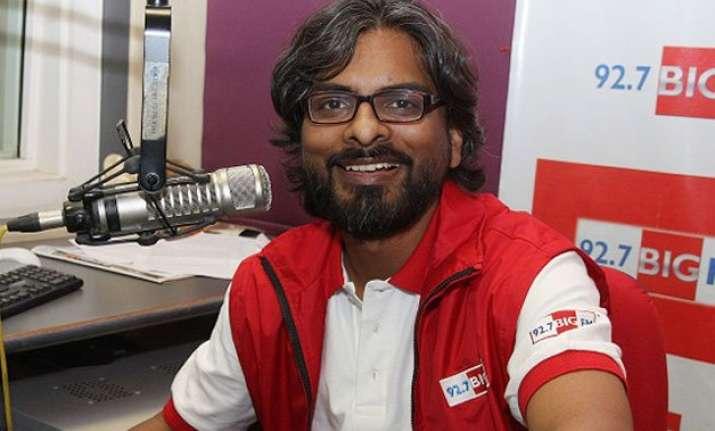 rj sidharth spins vintage hindi songs at international