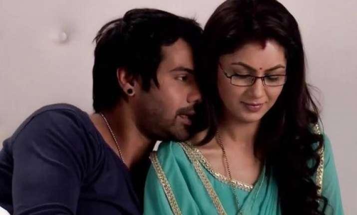abhi makes pragya jealous on kumkum bhagya