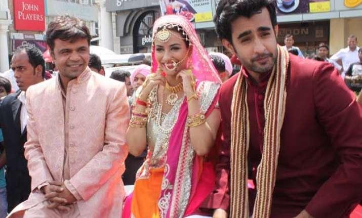 baankey ki crazy baraat rajpal yadav and tia bajpai in