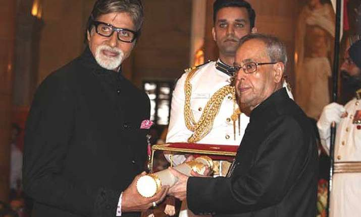amitabh bachchan expresses gratitude and love for fans