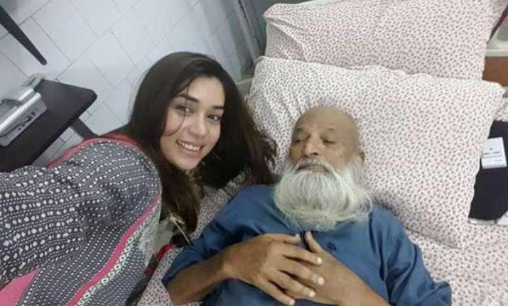 pakistani singer komal rizvi faces ire on social media for