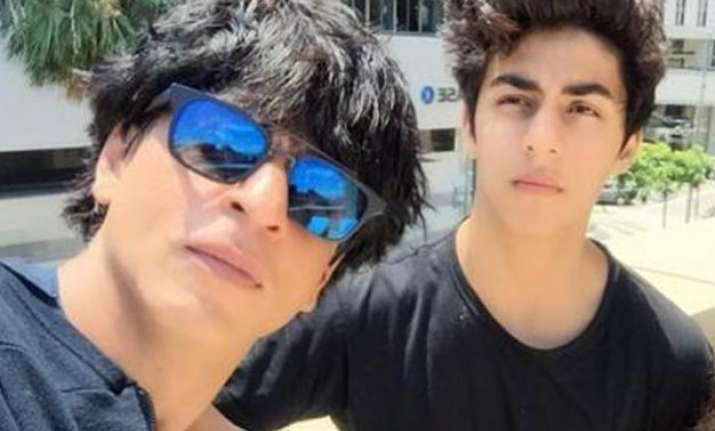 shah rukh khan s witty remark on son aryan s acrobatic act
