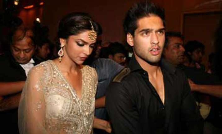 deepika keeps mum on her love life
