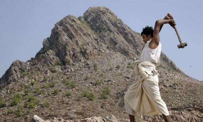 preview copy of manjhi the mountain man leaked online