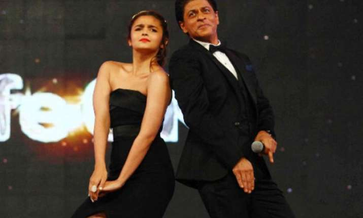 at 50 srk feels younger than 22 year old alia twitteratti