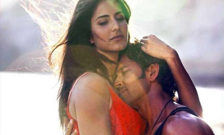 bang bang collection rs 323 cr worldwide in 17 days beats