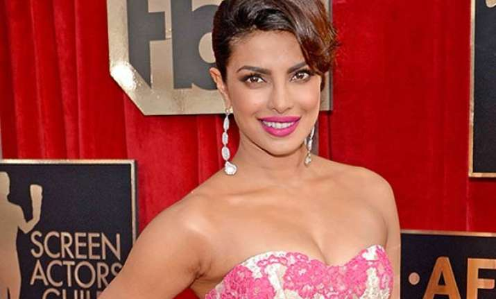 priyanka chopra joins cast of baywatch movie