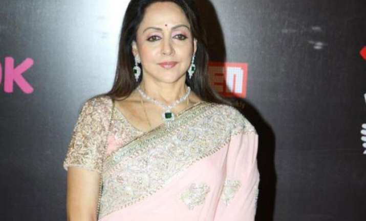 hema malini honoured by subhash ghai s film institute
