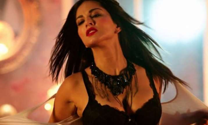 sunny to woo audiences by selling mastizaade tickets in