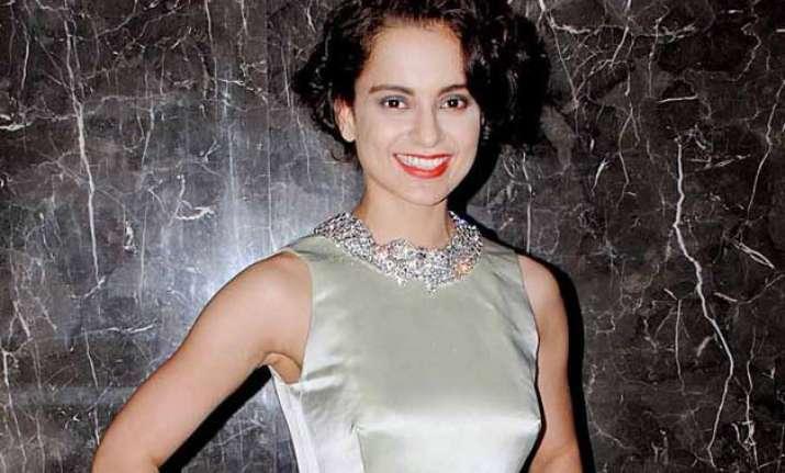 kangana to begin meena kumari s biopic in mid 2016