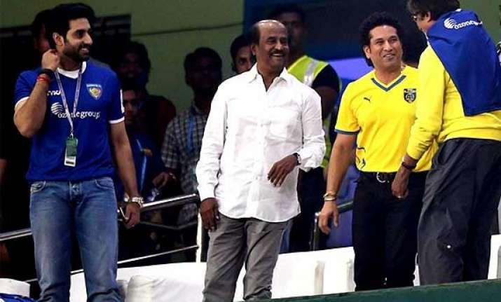 rajinikanth joined big b to cheer for chennaiyin fc