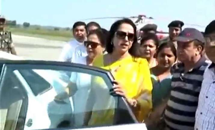 video hema malini caught on cam throwing starry tantrums
