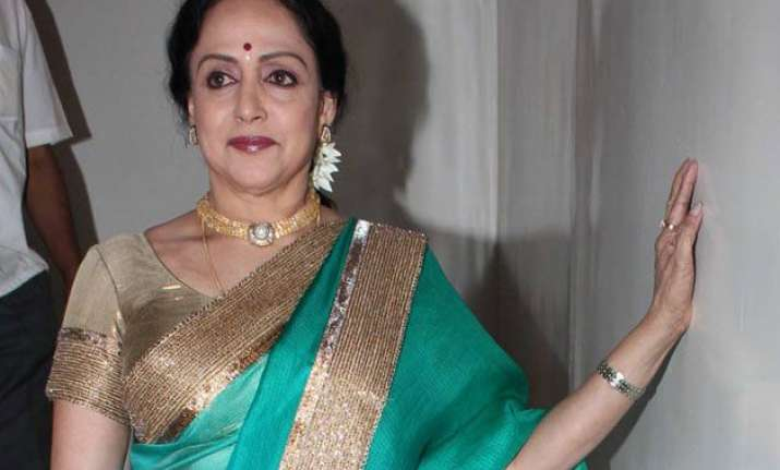 hema malini has dinner with man who rescued her