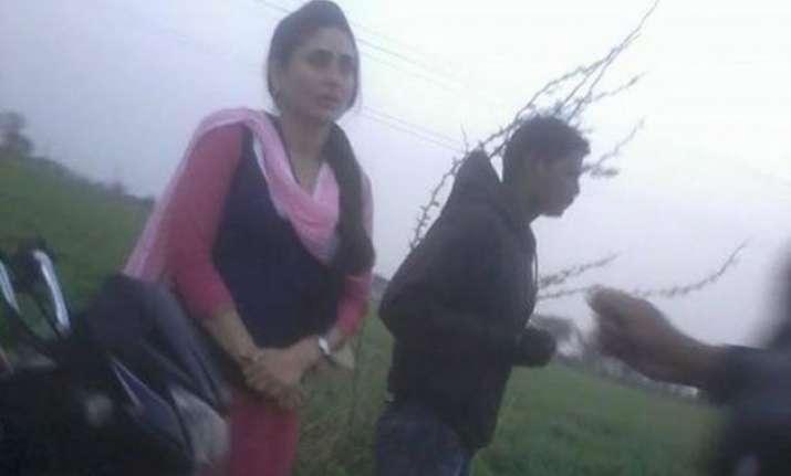 kareena kapoor khan spotted on the sets of udta punjab