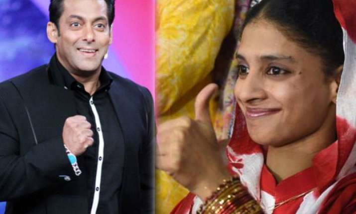 aww salman bhaijaan gets emotional on return of geeta aka
