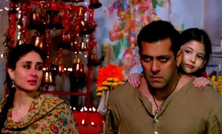 salman khan s bajrangi bhaijaan teaser wins hearts goes
