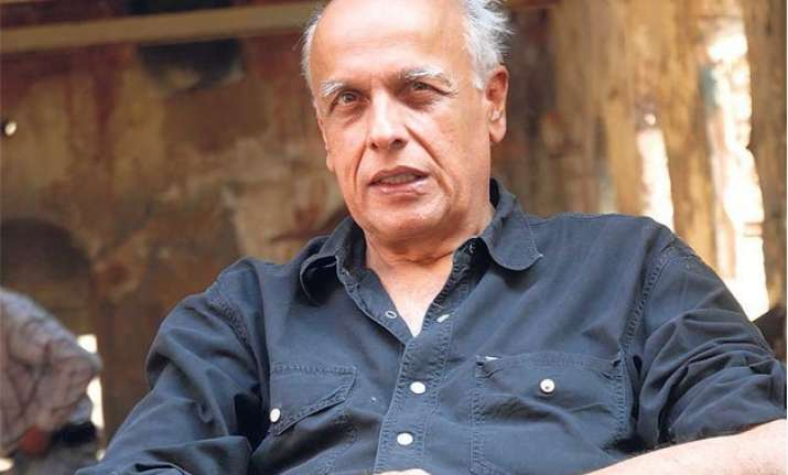 shouldn t be scared from threats to curb voice mahesh bhatt