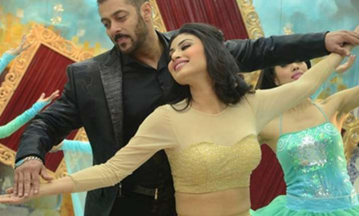 bigg boss 9 to end with a bang pics of sizzling