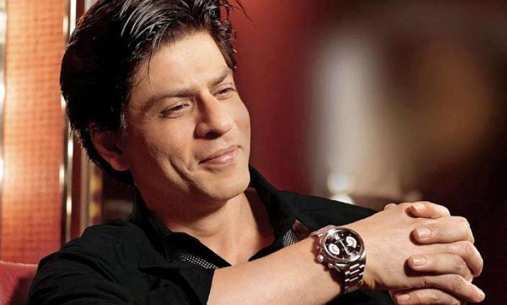 actors have to enjoy awkward situations says shah rukh khan