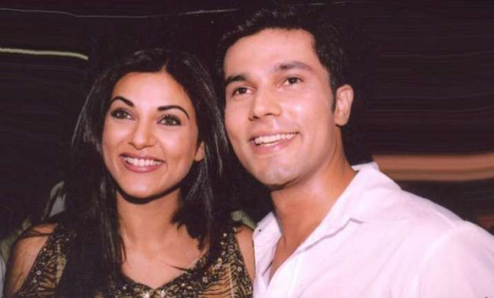 awkward no more when exes sushmita sen and randeep hooda