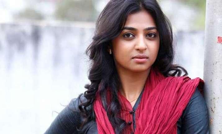 radhika apte saddened by manjhi s premature leak