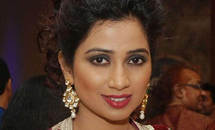 shreya ghoshal receives sera sera bangali award