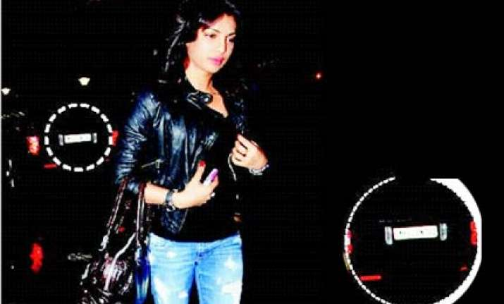 priyanka comes to airport in shahid s car
