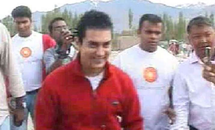all is not well says aamir in leh