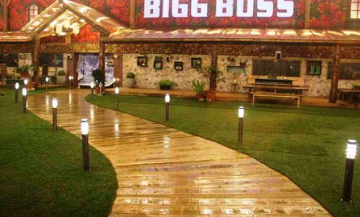 ex bigg boss contestant allegedly molested on the sets of a
