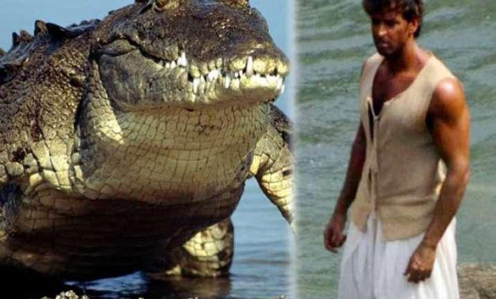 woah hrithik roshan fights with 20 feet crocodile for