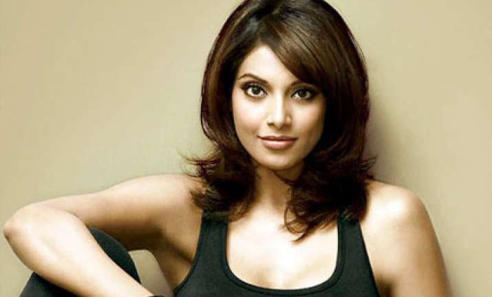 bipasha skipped i day parade in chicago because of part