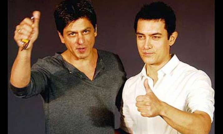 shah rukh aamir to attend big b s paa premiere